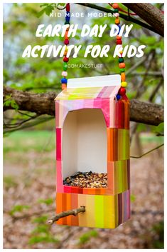 Diy Bird Feeder Discover Upcycled Bird Feeder Our Upcycled Bird Feeder blends conservation and crafts for the perfect Earth Day craft project! Kids Crafts, Recycled Crafts Kids, Craft Projects, Recycling Projects For Kids, Kids Outdoor Crafts, Bird Feeder Craft, Diy Recycling, Earth Day Crafts, Diy For Kids