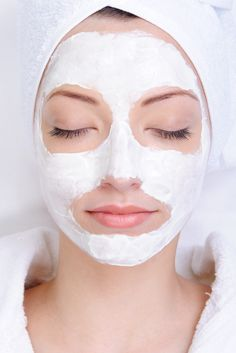 Cosmetic mask of clay. Young female face with cosmetic mask - beauty salon , Night Beauty Routine, Everyday Beauty Routine, Beauty Routines, Everyday Makeup, Skincare Routine, Face Peel Mask, Peel Off Mask, Avocado Face Mask, Charcoal Face Mask