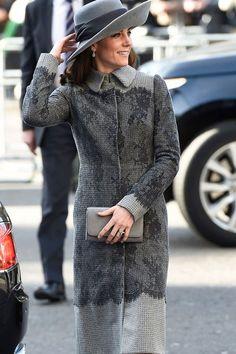 Le style de Kate Middleton en manteau gris Erdem