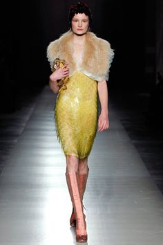 Prada Fall 2011 Ready-to-Wear Fashion Show - Maud Welzen Indie Fashion, Fashion Show, Girl Fashion, Fashion Dresses, Fashion Design, Gatsby Costume, Estilo Indie, Piel Natural, Flapper Style