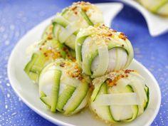Käsekügelchen mit Zucchinihülle ist ein Rezept mit frischen Zutaten aus der Kategorie Käse. Probieren Sie dieses und weitere Rezepte von EAT SMARTER!