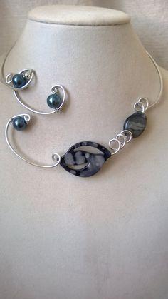 Grey jewelry Gray jewelry Modern jewelry by LesBijouxLibellule Stylish Jewelry, Modern Jewelry, Unique Jewelry, Jewelry Design, Fashion Jewelry, Aluminum Wire Jewelry, Earrings Handmade, Handmade Jewelry, Bijoux Fil Aluminium