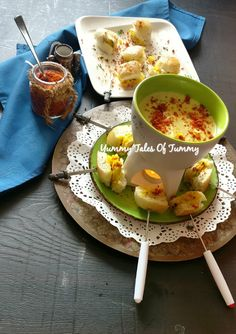 Vada pav Fondue is fusion of two classic recipes where mini pavs/burger buns are stuffed with spicy potato & is served with cheesy sauce Fondue Recipes, Veggie Recipes, Appetizer Recipes, Vegetarian Recipes, Snack Recipes, Cooking Recipes, Veggie Food, Rice Recipes, Cooking Tips