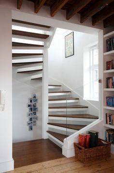 Diseño de escaleras con baranda de vidrio Loft Stairs, Modern Stairs, Modern Buildings, Staircase Design, Metal Railings, Living Room, Interior, Ideas, Style