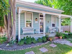 Charming Cottage with Fabulous Front PorchVacation Rental in Paso Robles from Little Cottages, Small Cottages, Beach Cottages, Little Houses, Cute Cottage, Beach Cottage Style, Petits Cottages, Cottages And Bungalows, Location Saisonnière