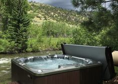 Nothing beats a warm hot tub soak by a cool mountain river. Check out more backyard hot tub photos to inspire you. Hot Tub Deck, Hot Tub Backyard, Backyard Retreat, Spring Spa, Indoor Outdoor, Outdoor Decor, Home Spa, Deck Design, Hot Springs