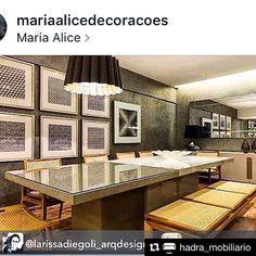 Mesa de jantar DRIA em Konkret. Da coleção @hadra_mobiliario , assinada por Larissa  Diegoli, em cartaz na @mariaalicedecoracoes e em outras lojas especiais ao redor do Brasil. Também disponível em Bloco de Sketchup na nossa biblioteca:  visite o link do nosso perfil e vá em Coleções…