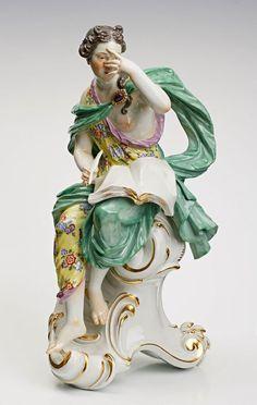 """Große allegorische Figur """"Klio mit Buch,schreibend"""", Meissen 20. Jh. Entw.: J.J. Kaendler. Bunt u. — Porzellan"""