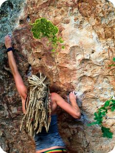 So some days I feel that this is my inner self. You can bet if we end up in a dooms day situation, I am going to rock long blond dreads. Dreadlock Rasta, Beautiful Dreadlocks, Dreads Girl, Long Blond, Dread Hairstyles, Hairdos, Dream Hair, Rock Climbing, Bouldering