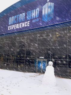 Fantastic #snowman outside the Doctor Who Experience in Cardif Bay #doctorwho
