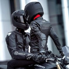 Moto bike images are offered on our internet site. look at this and you wont be sorry you did. Biker Couple, Motorcycle Couple, Motorcycle Bike, Couple In Car, Gym Couple, Couple Goals, Biker Chick, Biker Girl, Biker Love
