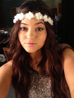 Kylie Jenner wearing a very cute hair accessory