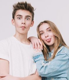 General picture of Johnny Orlando - Photo 5 of 2999 Brother Sister Poses, Brother Sister Pictures, Sister Photos, Older Sibling Photography, Brother Sister Photography, Children Photography, Newborn Photography, Family Picture Poses, Large Family Poses