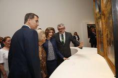 """SSMM los Reyes Felipe VI y Letizia junto a la Princesa Beatriz de Holanda, inauguraron la exposición de """"El Bosco"""" en el Museo del Prado. 30-05-2016"""