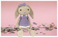 Coelhinha de crochê para decorar o quartinho do seu bebê!  Feita artesanalmente com linha 100% algodão.   Um lindo presente ou um lindo item decorativo!  Pode ser feita também para a criança brincar!   *Por ser uma peça feita artesanalmente pode haver pequenas alterações no tamanho.