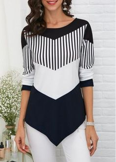 Stylish Tops For Girls, Trendy Tops, Trendy Fashion Tops, Trendy Tops For Women Trendy Tops For Women, Blouses For Women, Kleidung Design, Shirt Diy, One Piece Swimwear, Ideias Fashion, Fashion Outfits, T Shirt Fashion, Women's Fashion