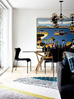 En la estancia y comedor, el mobiliario de líneas sencillas se acentuó con arte.   Galería de fotos 2 de 10   AD MX