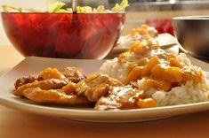 Poleca: Ania Fot. Ania Kolejne połączenie mięsa i owoców. Do kurczaka z mango zabierałam się dość długo, przede wszystkim dlatego, że nie mogłam w okolicy dostać mango 😉 Ale w końcu się udało. Połączenie ostro doprawionego mięsa, kwaśnego soku pomarańczowego i słodkiego mango wyszło rewelacyjnie. Polecam każdemu, kto nie boi się takich połączeń. Potrzebujemy (na Read More Curry, Curries