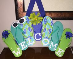 Flip flop welcome sign Summer Diy, Summer Crafts, Flip Flop Art, Decor Crafts, Diy Crafts, Decorating Flip Flops, Flip Flop Wreaths, Diy Wreath, Wreath Ideas