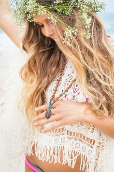 Boho chic crochet top - hippie style, bohemian fashion, white lace crop top with fringe Boho Hippie, Hippie Style, Hippie Masa, Style Boho, Bohemian Look, Gypsy Style, Boho Gypsy, My Style, Bohemian Fashion