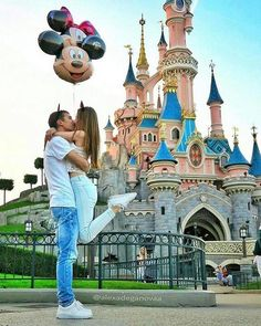 "9,167 mentions J'aime, 55 commentaires - Real Marriage Proposal Stories (@ohsoperfectproposal) sur Instagram : ""Proposal in Disney ...what can be more romantic? Double tap if you like it ... . . Photo by…"""
