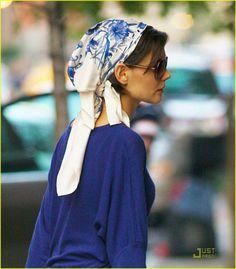 Katie Holmes, scarf