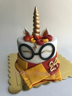 Harry Potter unicorn cake 😱 two of my favorite things. unicorns and Harry Potter Bolo Harry Potter, Gateau Harry Potter, Harry Potter Birthday Cake, Harry Potter Food, Harry Potter Theme, Harry Potter Fandom, Harry Potter Desserts, Harry Potter Treats, Almond Cakes