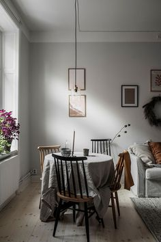 A small & simple Scandinavian apartment - Daily Dream Decor Apartment Style, Home And Living, Scandinavian Apartment, Modern Office Design, Interior, Brown Rooms, Swedish Interiors, Home Decor, House Interior