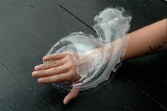 Jolene Carley propone gioielli gonfiabili