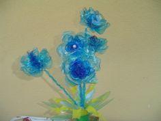 fiori fatti con bottiglie di plastica