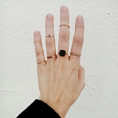 เบื่อแล้วเพชรเม็ดโต มาตามเทรนด์มินิมอลสุดฮิตกันดีกว่า มาดูกันว่าแหวนเรียบๆสไตล์มินิมอลจะเป็นอย่างไร!!!  อย่างที่สาวๆรู้กันอยู่แล้ว ว่าสไตล์ 'มินิมอล' นั้นคือนิยามความสวยแบบเรียบง่าย หรือเรียกว่า 'แต่งน้อยแต่สวยมาก' นั่นเอง สไตล์ของแหวนและเครื่องประดับก็เช่นกันค่ะ จะเน้นที่ความเรียบง่าย ไม่หรูหราไม่มีเพชรมากมาย แต่เน้นงานดีไซน์ รูปทรงที่แสดงถึงความมินิมอล   โดยส่วนมากแหวนสไตล์มินิมอลนั้น จะสวมพร้อมกันหลายๆวง หรือเรียกว่านำหลายๆวงมาแมทช์กันเป็นเซ็ตๆไป  นอกจากแหวนที่สวมกันขนาดปกติแล้ว…