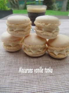 Samedi dernier, j'ai fait mon premier atelier macaron chez moi. Mes clientes étaient ravies d'appendre les petits secrets autour de ces douceurs et de déguster aussi....L'étape la plus extra, c'est quand les macarons commençent à gonfler dans le four......