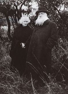 Auguste Rodin and Rose Beuret in the Garden of his Villa at Meudon, from L'Illustration, 1916 Auguste Rodin, Musée Rodin, Camille Claudel, Victoria And Albert Museum, Famous Artists, Great Artists, Artist Art, Artist At Work, Photo Rose