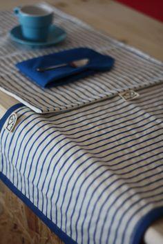 Runner a righe in tela grezza e set di tovagliette americane con tovaglioli