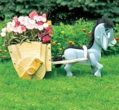 All Yard & Garden Projects - Donkey & Cart Planter Wood Plan Outdoor Wood Projects, Wood Projects For Kids, Plant Projects, Outdoor Crafts, Garden Projects, Wooden Planters, Planter Boxes, Landscape Timber Crafts, Plant Box