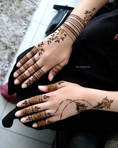 Beautiful mehndi designs for New Year 2019 Pretty Henna Designs, Full Mehndi Designs, Khafif Mehndi Design, Finger Henna Designs, Arabic Henna Designs, Indian Mehndi Designs, Mehndi Design Pictures, Wedding Mehndi Designs, Mehndi Designs For Fingers