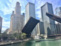 """All men who have achieved great things have been great dreamers."" - Orison Swett Marden 🙏✨🚣🏼☀️ 📷: #Chicago 2017 ©BigDigitalArt  #bigdigitalart#graphicdesign#graphicart#digitaldesign#digitalart#photoart#photodesign#photography#illinois#chicagocity#boat#riverwalk#building#travelphotography#travelpic#wonderlust#myChicagopix#Chicagoshot#Chicagopulse#Chicagocommunity#Chicagogram#exploreChicago#instaChicago#likeChicago#Chicagolife#enjoyChicago#ChooseChicago#instagram#twitter"
