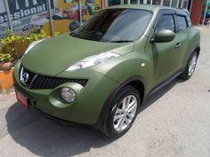 Nissan Yuke en verde mate militar...un gran cambio verdad?