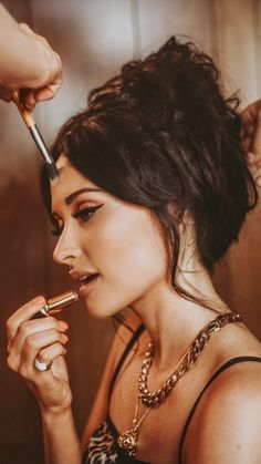 Welcome to Musgraves Daily, your best online source for GRAMMY Award winning artist Kacey Musgraves. Beauty Book, Hair Beauty, Pretty People, Beautiful People, Kacey Musgraves, Aesthetic People, Makati, Beauty Queens, Fall Hair