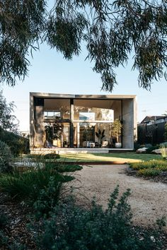 gardening Designs Ideas, our fav plans 7853965549 to try. Australian Garden Design, Australian Native Garden, Back Gardens, Outdoor Gardens, Indoor Outdoor, Exterior Design, Interior And Exterior, Decks, Coastal Gardens