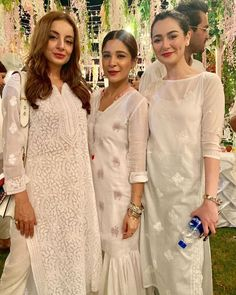 Highlights from annual white iftari with some of your favorite celebrities 💥 Asian Wedding Dress Pakistani, Pakistani Formal Dresses, Pakistani Fashion Casual, Pakistani Dress Design, Indian Fashion, Dress Indian Style, Indian Dresses, Indian Outfits, Ethnic Outfits
