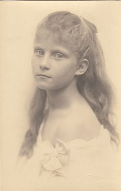 Pss Elisabeth of Bavaria. She was grandaughter of Sophie Charlotte in Bayern sister of Kaiserin Elisabeth of Austria and former Fiancee of King Ludwig II