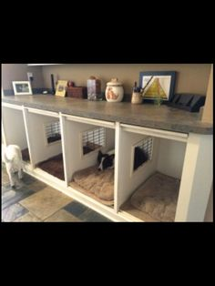 Newest Pic dog kennel garage Tips Lots of people exactly who purchase open-air puppy dog houses, haven't any expertise on HOW TO KENNEL TRAIN A new DOG Animal Room, Puppy Room, Dog Spaces, Dog Furniture, Furniture Plans, Dog Daycare, Dog Houses, Diy Stuffed Animals, New Homes