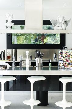 The #kitchen of #arts =) #villa #house #eze #FrenchRiviera #interiordesign #maison #design #cotedazur #cuisine #вилла #дом #кухня #эз #лазурныйберег #французскаяривьера #Франция #дизайн #картина #скульптура #painting #sculpture #peinture #art