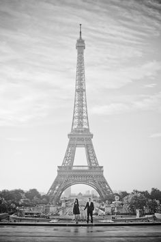 Omg....I want a Paris engagement photo shoot!!! It can wait several years though!