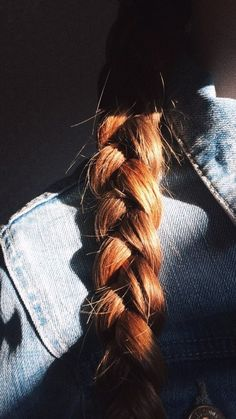 Image uploaded by nicol antonia. Find images and videos about girl, hair and beauty on We Heart It - the app to get lost in what you love. Girl Photo Poses, Girl Photography Poses, Girl Photos, Danielle Victoria, Lily Evans, Insta Photo Ideas, Aesthetic Pictures, Redheads, Red Hair