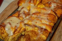 Pull Apart Pumpkin Cinnamon Bread... I am sooo making this for Thanksgiving breakfast!