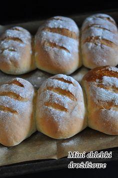 Chlebek drożdżowy, smaczny, najlepszy. Przepisów na domowe pieczywo na blogu jest bardzo dużo, każdy znajdzie tutaj coś dla siebie. Dzisiaj polecam Wam mini chlebek drożdzowy. Składniki na 10 mini chlebków drożdzowych: 900 g mąki 500 ml wody 25 g świeżych … Czytaj dalej →