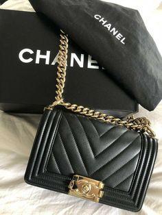 Pin By Nicolle Mora On Prettythings Chanel Chevron Mini Chanel Mini Burberry Handbags