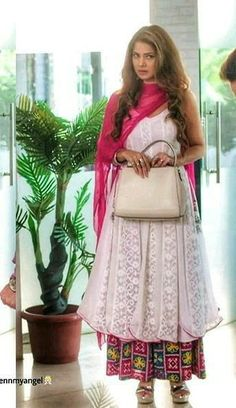 Aliyah Memon🖤🥀 Pakistani Formal Dresses, Pakistani Fashion Casual, Indian Bridal Fashion, Indian Dresses, Indian Outfits, Indian Attire, Indian Wear, Kurti Neck Designs, Kurti Designs Party Wear